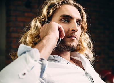 Kontakte mit schwulen Männern am Telefon knüpfen